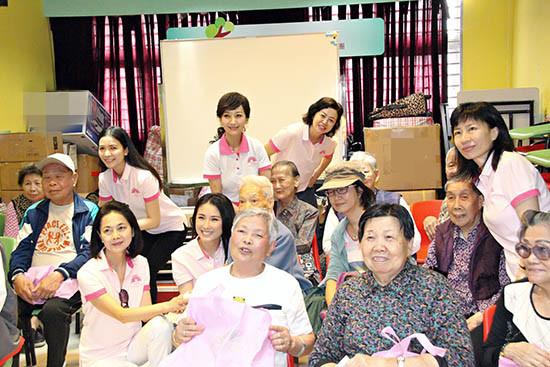 62岁赵雅芝探访老人服务团 携手影迷长期做慈善