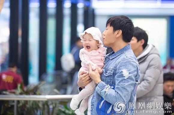 王力宏帮女儿换尿布 秦昊可以跟他们学当新手奶爸