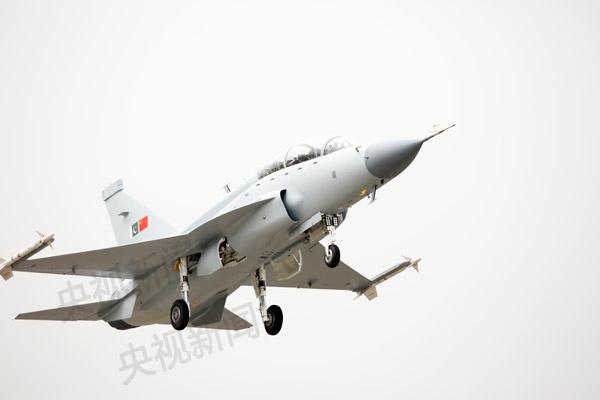 中国最新双座型枭龙战斗机首飞成功 - 天在上头 - 我的信息博客