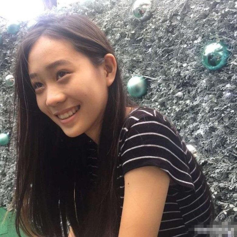 李连杰小女儿近照曝光 长发飘飘笑容甜