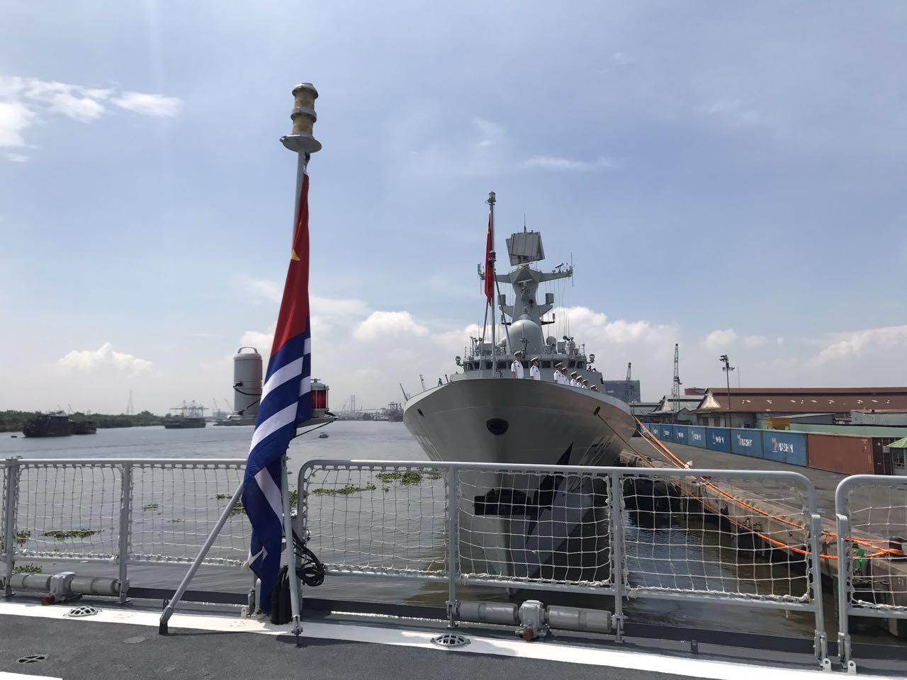 中国海军远航访问编队抵越南访问