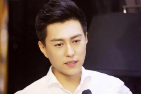靳东:一直都不喜欢拍戏 只是演话剧太清贫了