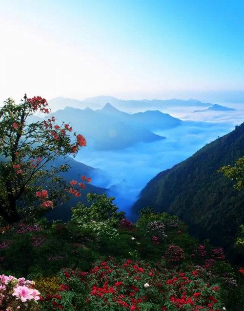 五一假期第一天 洛阳白云山游客喜盈门