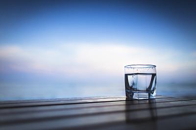 危险!这8种水打死也不能喝 很多人不知道