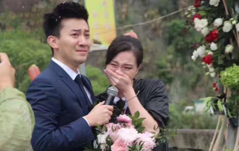 吴敏霞被男友求婚激动落泪图片