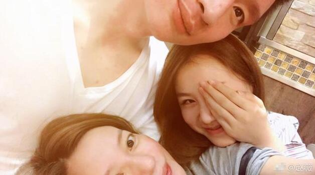 赵薇素颜合影孙悦夫妇 三人头挨头画面超有爱