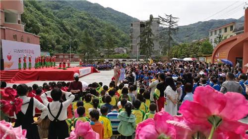 """""""公益大力量 你最了不起""""关爱农村留守儿童活动捐赠仪式在岚皋县举行"""