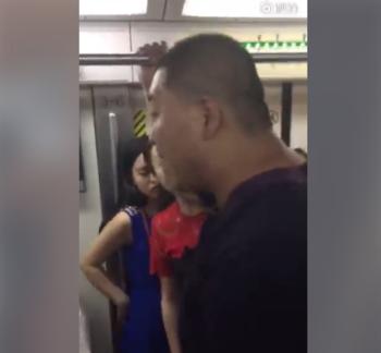 北京地铁又现咸猪手 被抓后嚣张回应:喜欢谁就摸谁