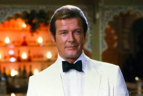 """罗杰·摩尔共出演过7部007电影 被赞""""最帅007"""""""