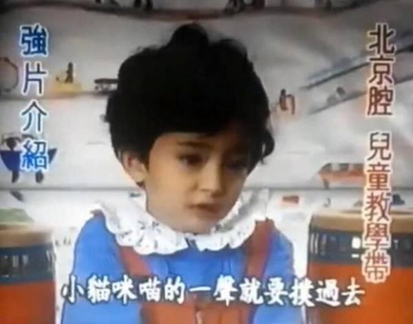 杨幂小时候讲故事视频又曝光 网友:太可爱了