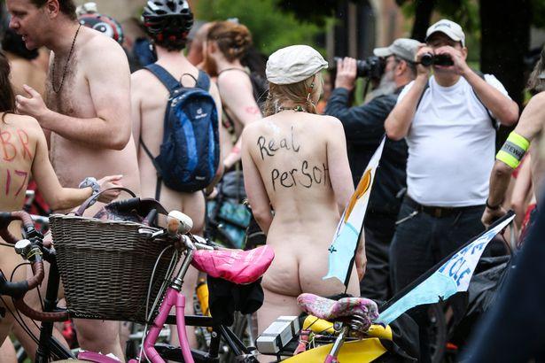 英国举办裸体自行车赛 抗议公路歧视 - 草根练剑 - 草根练剑
