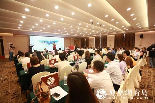 凤凰网青岛频道总经理,同心慧会长刘心慧出席活动并在启动仪式上按下