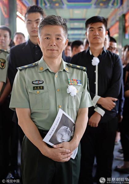46岁著名歌唱家王宏伟近照曝光 两鬓头发全白了(图)