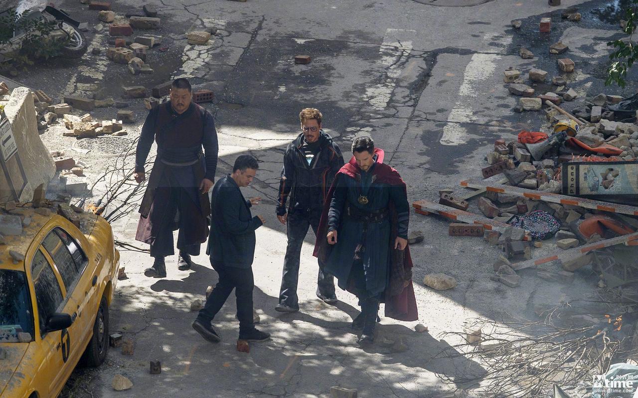 《复联3》片场照重现废墟中纽约 钢铁侠绿巨人现身