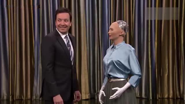 仿真机器人电视上对答如流 一个微笑吓坏主持人