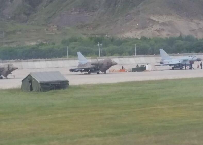 印度摊上大事!大批空警歼10惊现高原机场