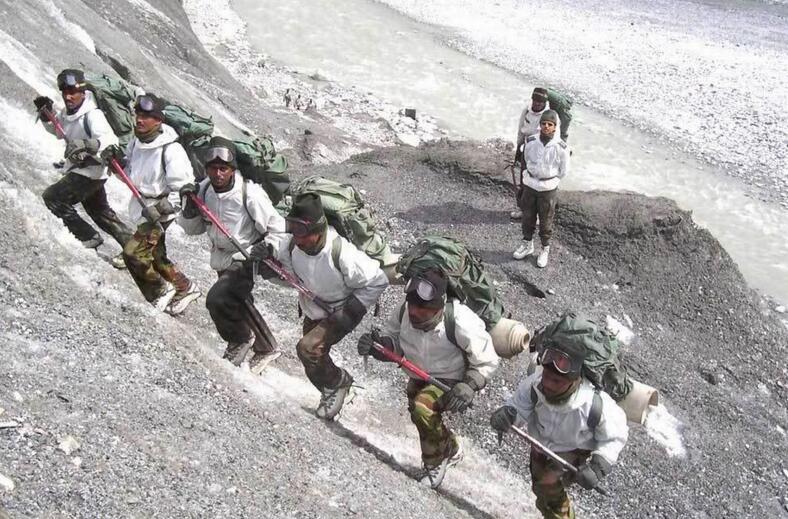 印度陈兵18万难补基建弱势 被山脉隔成散兵游勇