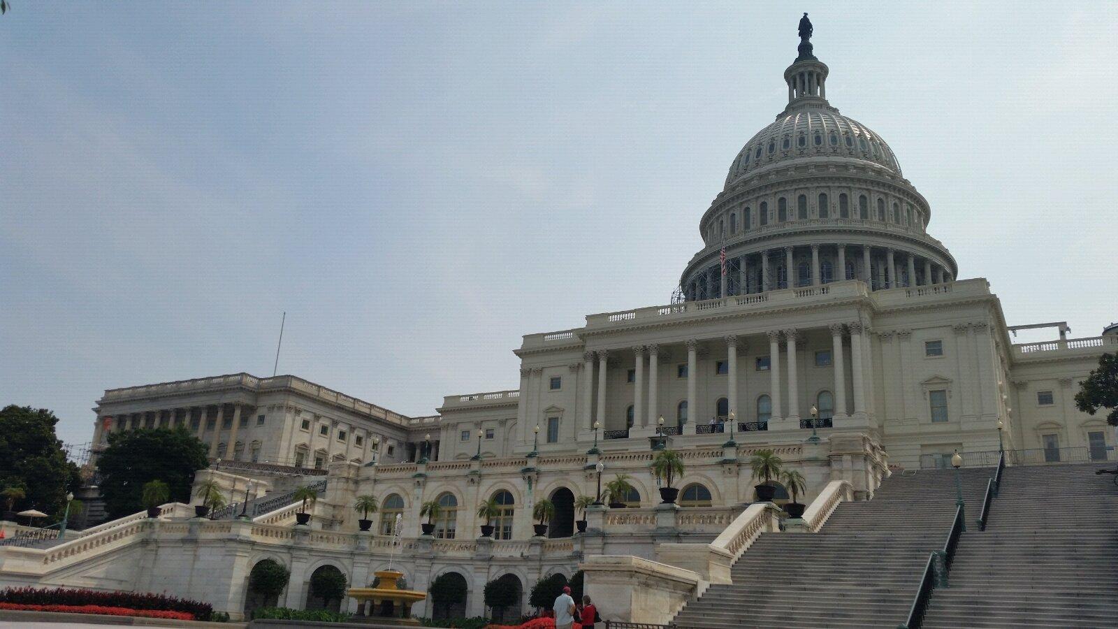 外媒:美国众议院通过近7000亿美元年度军费法案
