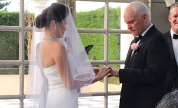 她终于说服父母,让自己嫁给大24岁练马师