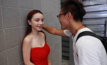 中国最大游戏展开幕第一天 小伙这样对妹子