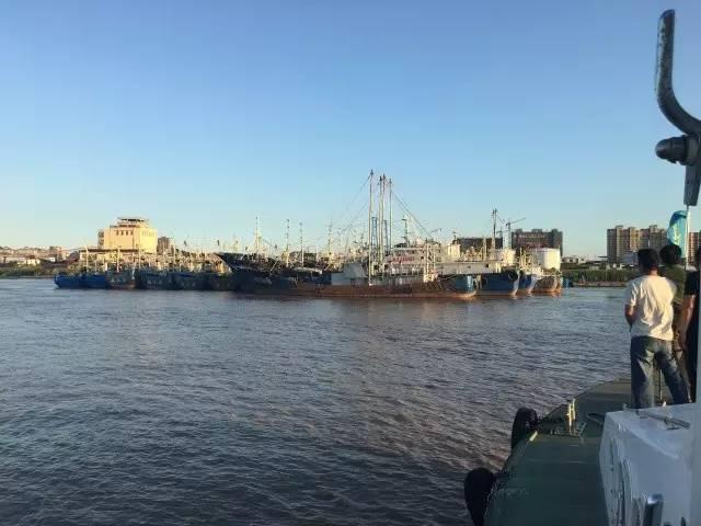 14艘渔船断缆危及大桥,搜救中心紧急驰援!