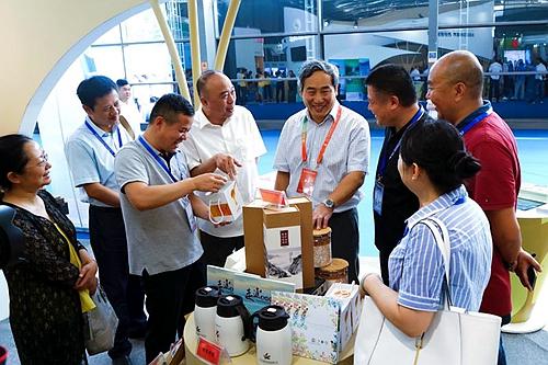 2017丝路旅博会开幕 西安旅游集团展位引人驻足