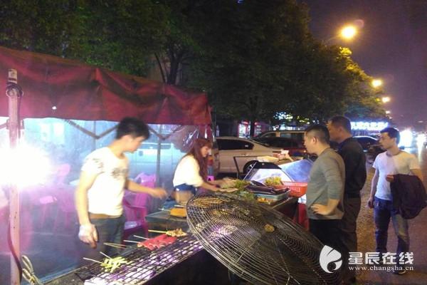 长沙开福区一夜市25家商户被取缔 获居民纷纷点赞