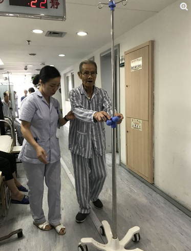 刷新超高龄记录 温州百岁老人完成结肠癌手术三天下床