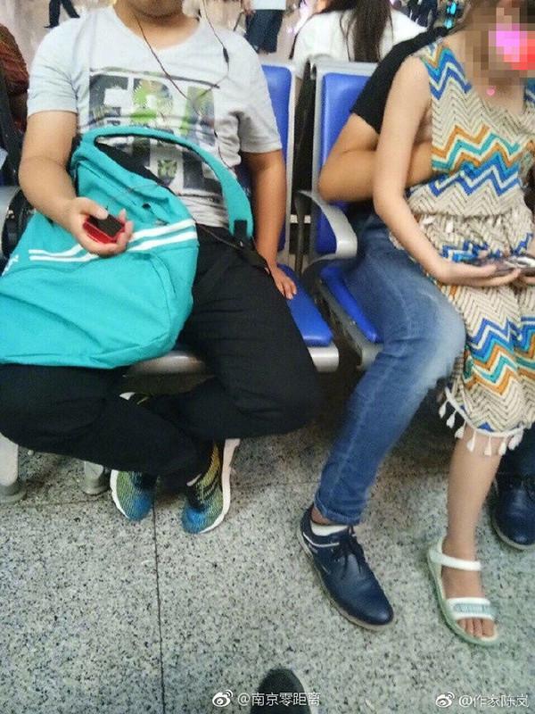 南京南站猥亵女童男子已被抓获 与女童关系正核实