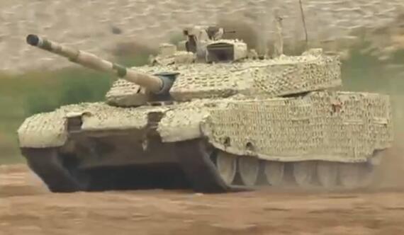 装甲日活动炮声隆隆 多款顶级战车首次亮相