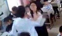 男生猛扇回击女老师 只因老师说了这话