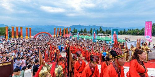 尧山一中原大佛集体婚礼近5万人参加 场面恢宏秩序井然