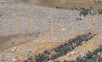 美国迎日全食 俄州3万人搭帐蓬观望