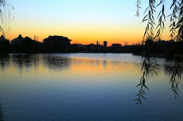 凤观青岛  大青山森林公园位于莱西市南墅镇西北12公里处,大青山森林