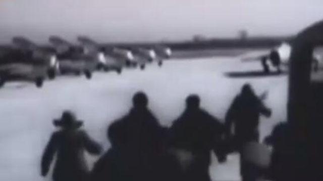 央视首次曝光中美空战画面 美战机被凌空打爆