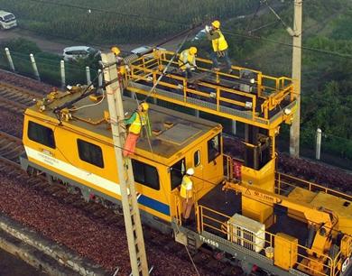 京广铁路牵引供电设备扩能改造有序进行