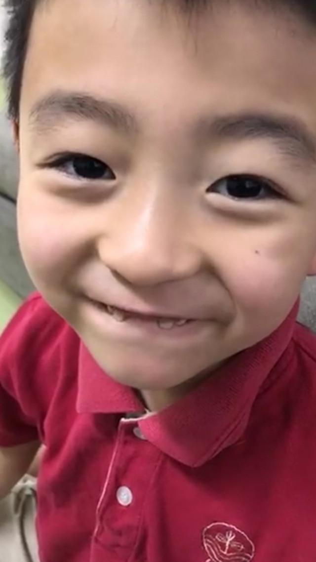 张柏芝开豪车送儿子上学 小Q的牙齿却成了亮点(图)