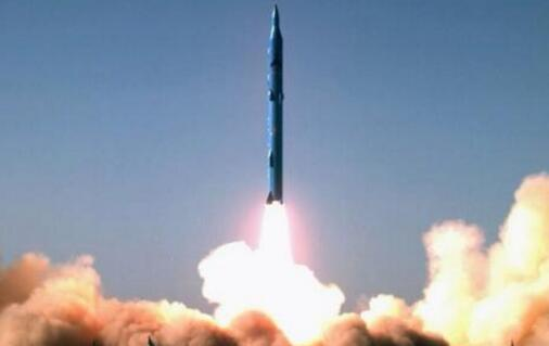 无视美国警告 伊朗成功试射新型弹道导弹 (图)