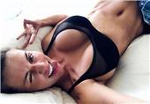 乌克兰女星生完三胎光速瘦身