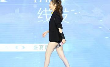 """""""嫁给韩国老公后,33岁她的尺度越来越大……"""