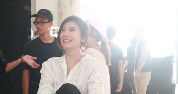 贾静雯宣布好事将近 网友纷纷猜测要办婚礼