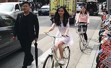Baby街头骑单车 被官方点名批评了…