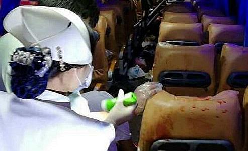 香港游客大巴与货车相撞现场