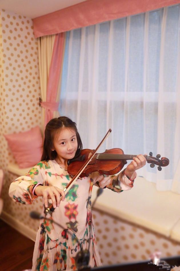 森碟拉小提琴笑容甜美 田亮:老爸是不是能點歌了?