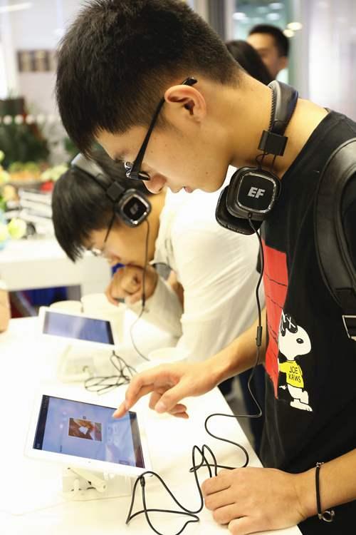 武汉学子热议英文学习Lite模式引爆新鲜感