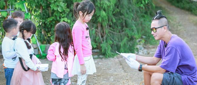 《爸爸去哪儿5》陈小春1人带5娃 还认嗯哼做哥哥