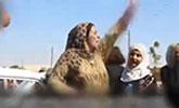 """""""伊斯兰国首都""""被解放 妇女脱黑袍欢呼舞蹈"""