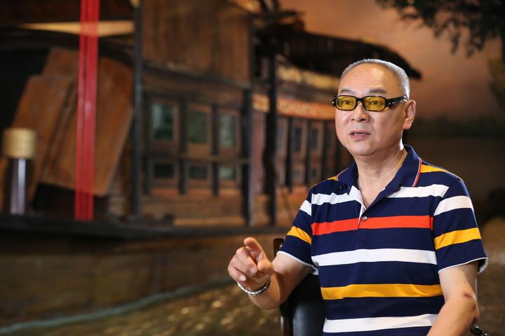 在南湖工作研究多年的陈宪平向我们讲述着红船