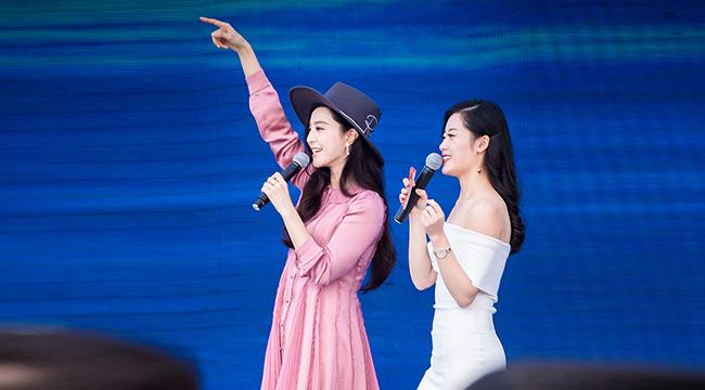 范冰冰现身公益活动 穿粉色连衣裙少女气十足