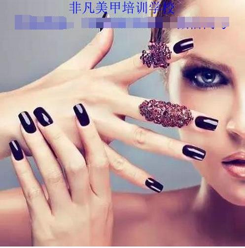 指甲上进行艺术创作同样包括了创作的工具材料,设计理念,配色造型.